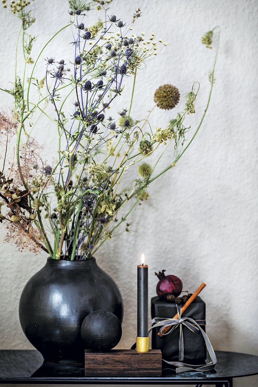 vase blomster lys jul
