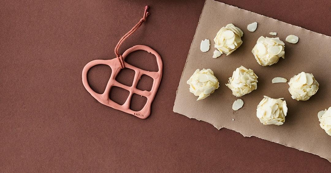 Hvide chokoladetrøfler med passionsfrugt og lime