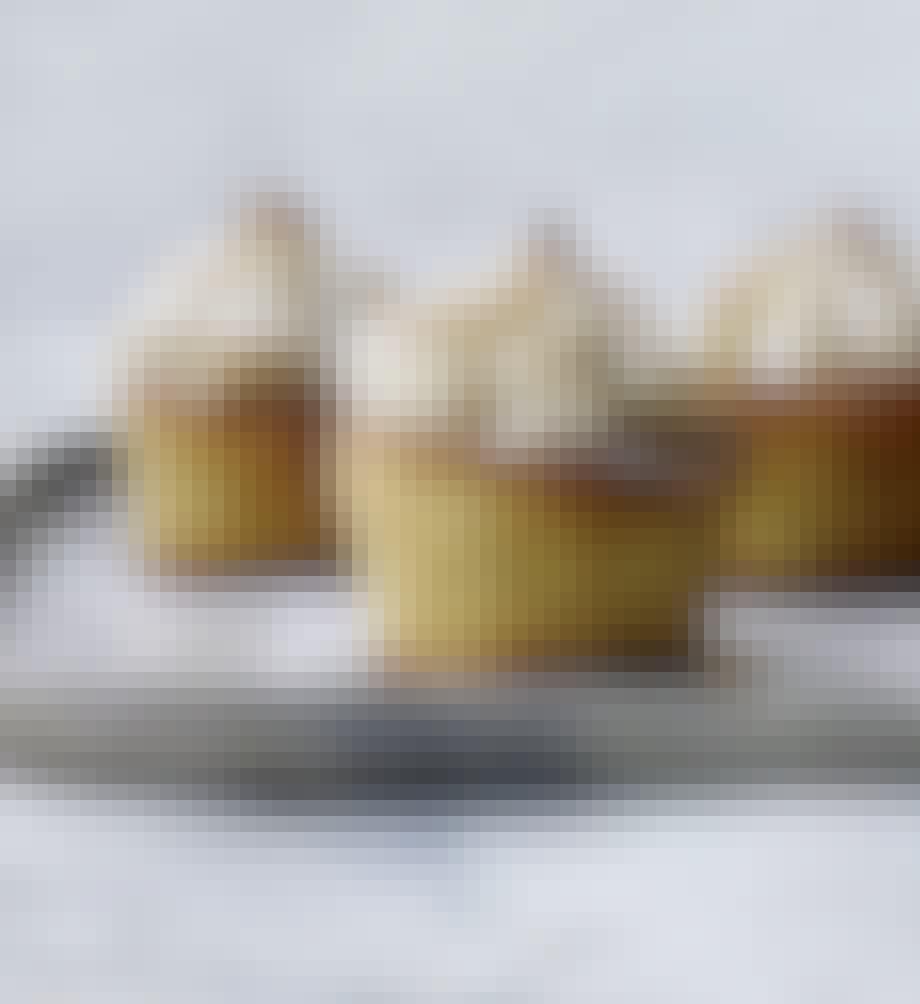 Muffins med marcipan og kransekagetopping