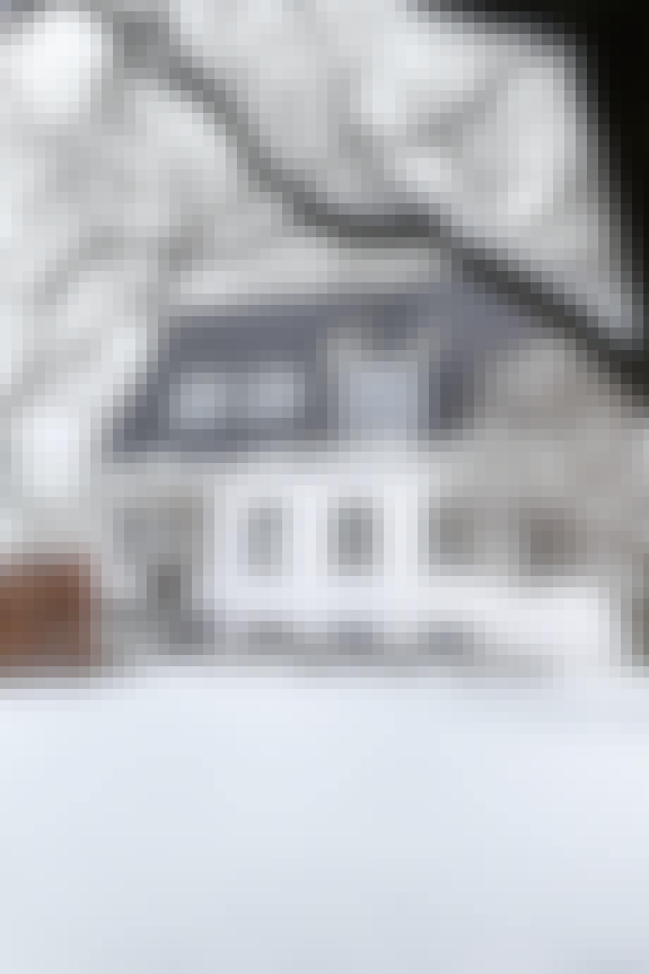 hus villa vinter sne have terasse landskab