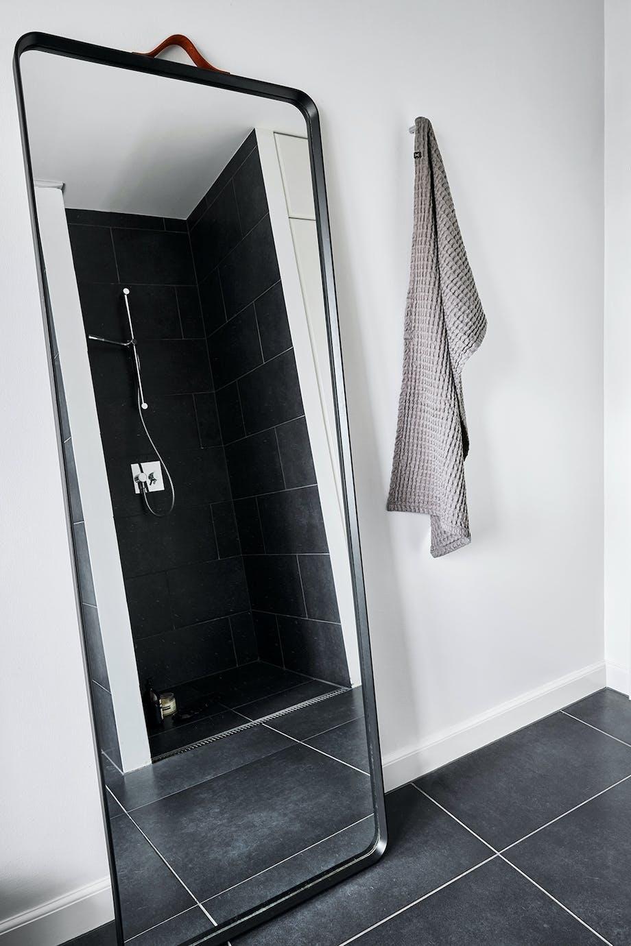 badeværelse klinker spejl indretning