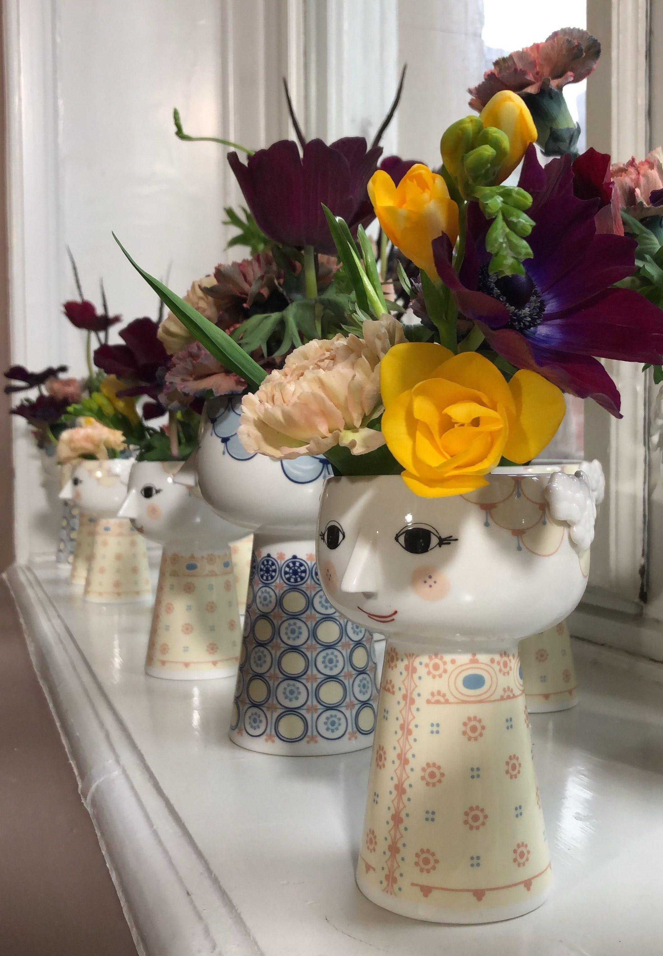 Bjørn Wiinblad Eva vase blå og gul med blomster
