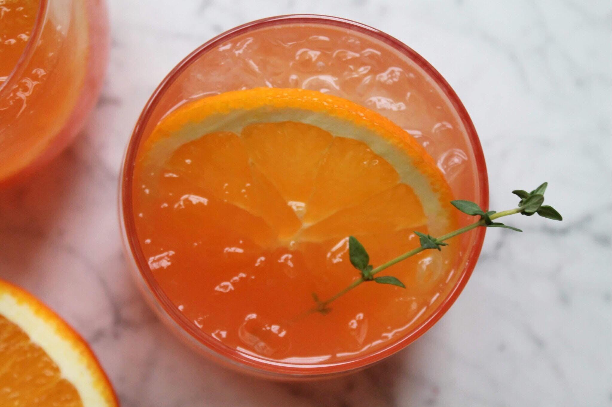 cocktail drink orange med snaps