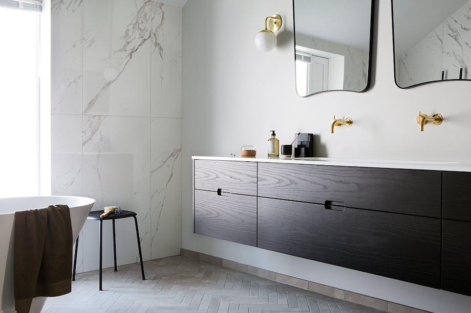 badeværelse marmor messing badekar