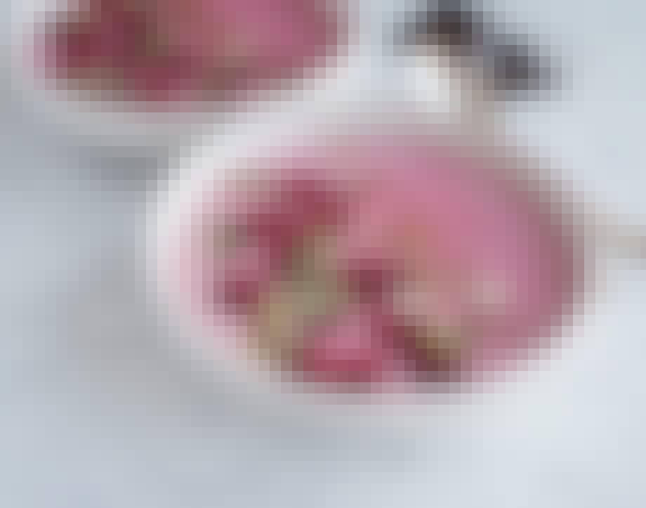 hindbær smoothie bowl med banan og chokolade