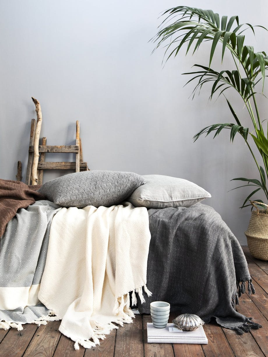 sengetæppe hvid klassisk minimalisktik