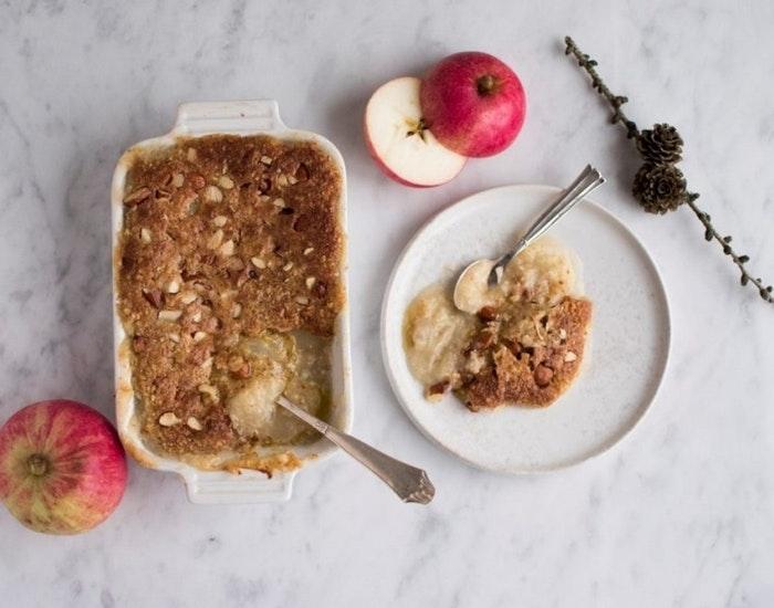 Æblegrød med sprødt mandellåg