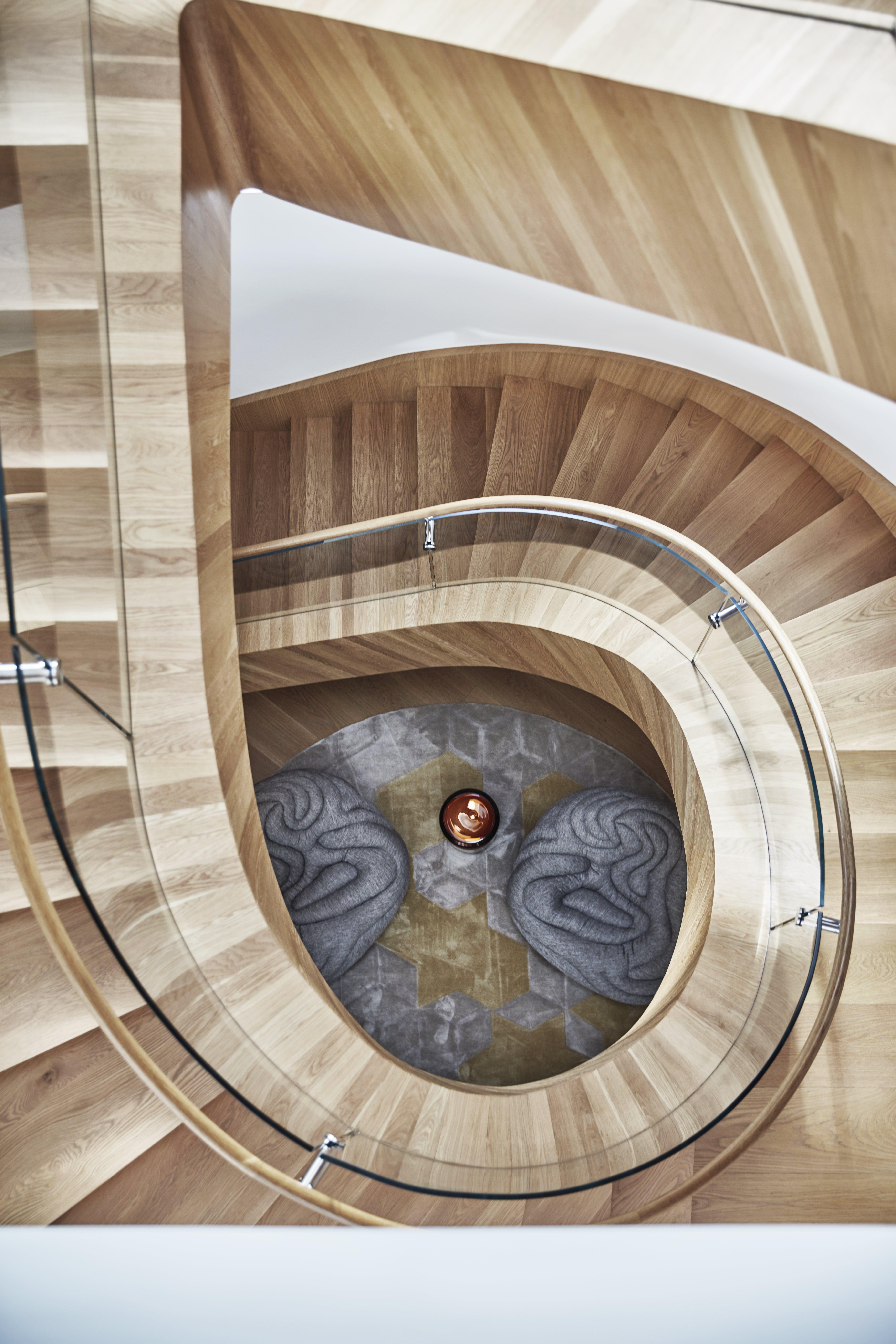 trapp og Aqua Creations stoler