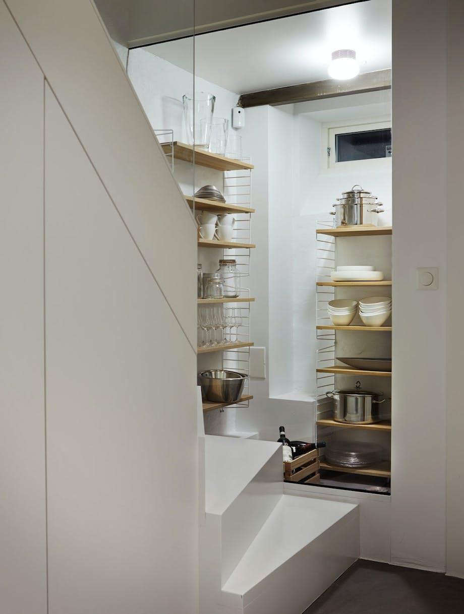 Kjøkkenavlastning i trappen
