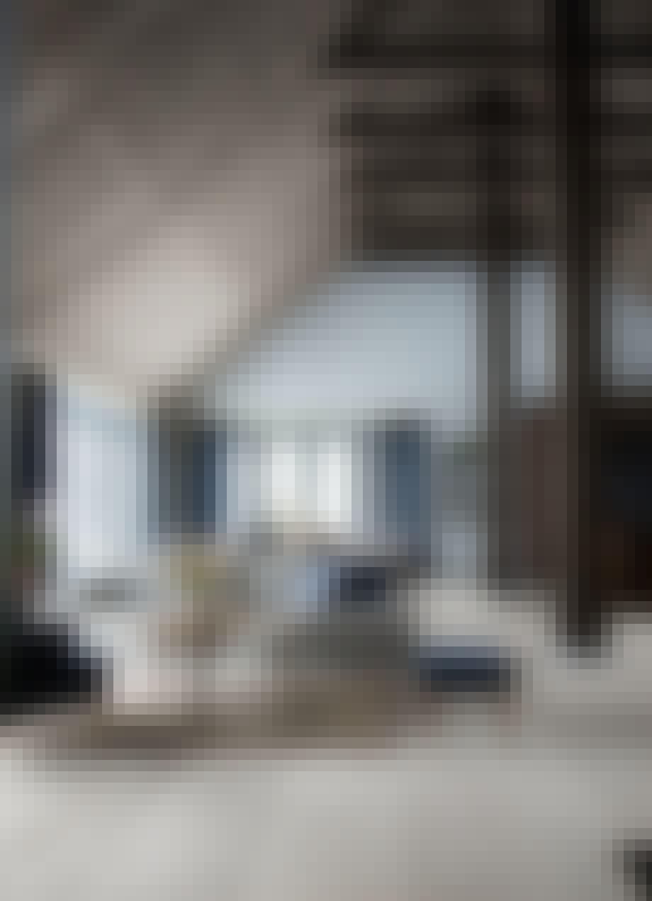 1. Sofaen deler et stort rom