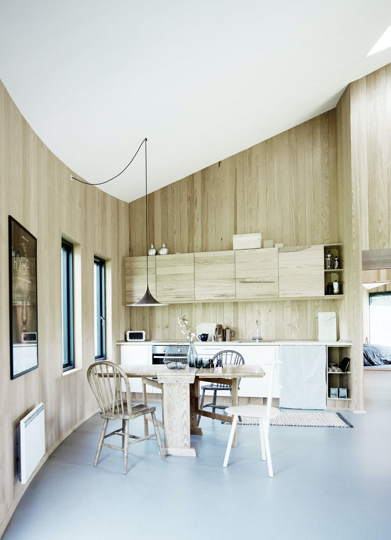 Kjøkkenskapene matcher veggen