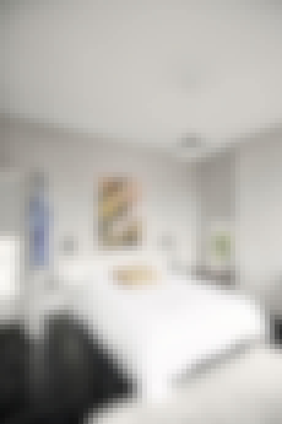 Svartmalt gulv på soverommet