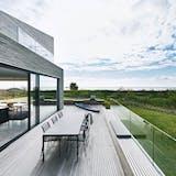 glassdørene kan åpnes helt visker ut skillet mellom natur og bolig