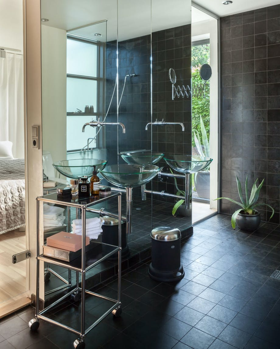 Elegant i glass på badet