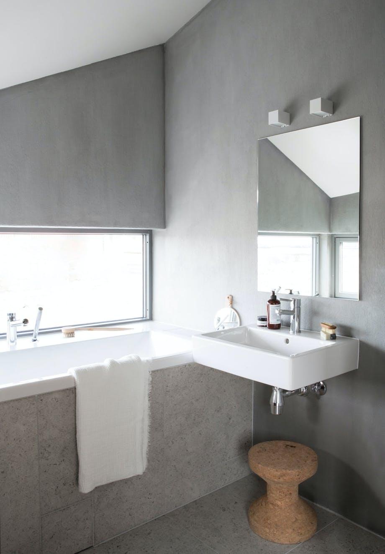 Nyanser av grått på badet