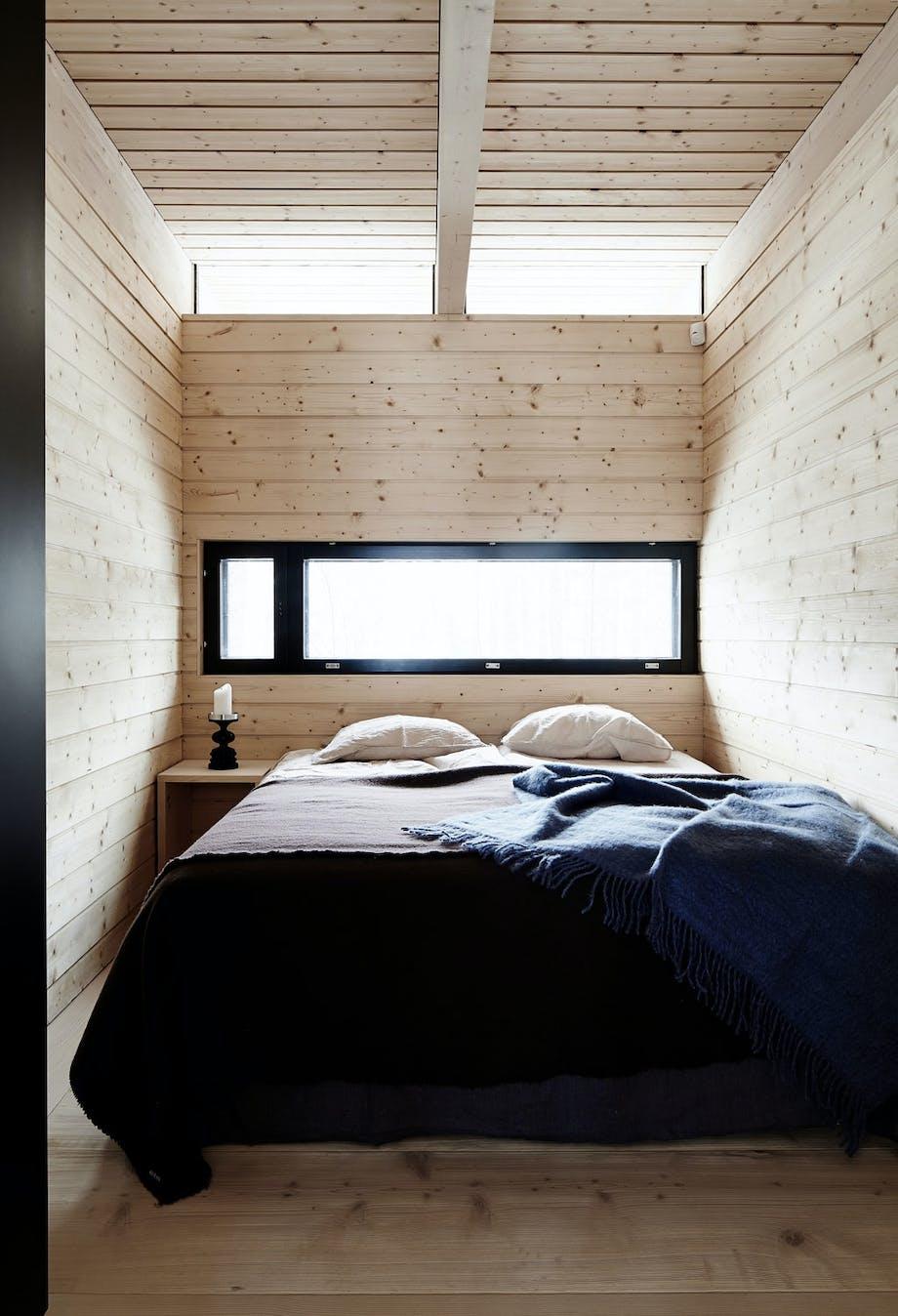 Lyst treverk på soverommet.