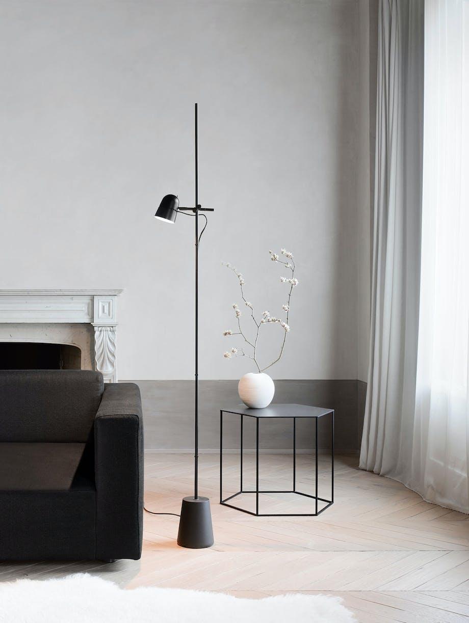 Norsk designlampe på solid fot