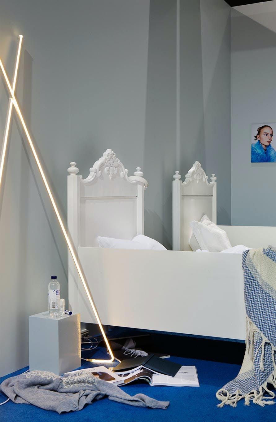 Futuristisk soverom med bestemors senger