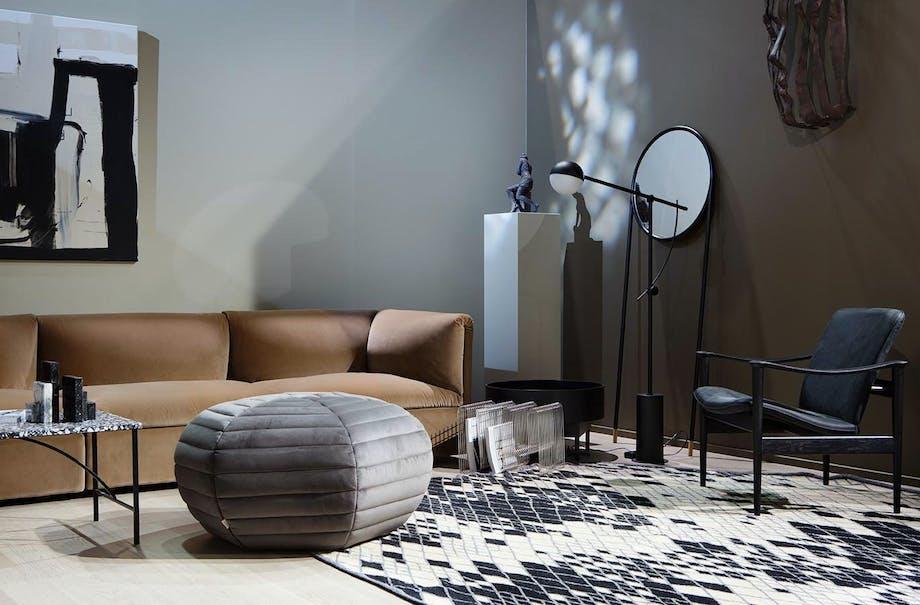 Myk, grafisk og nedtonet luksus i stuen