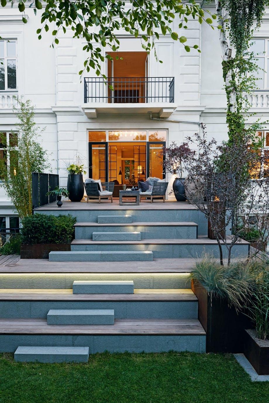 Granitt-trapp i stil med huset