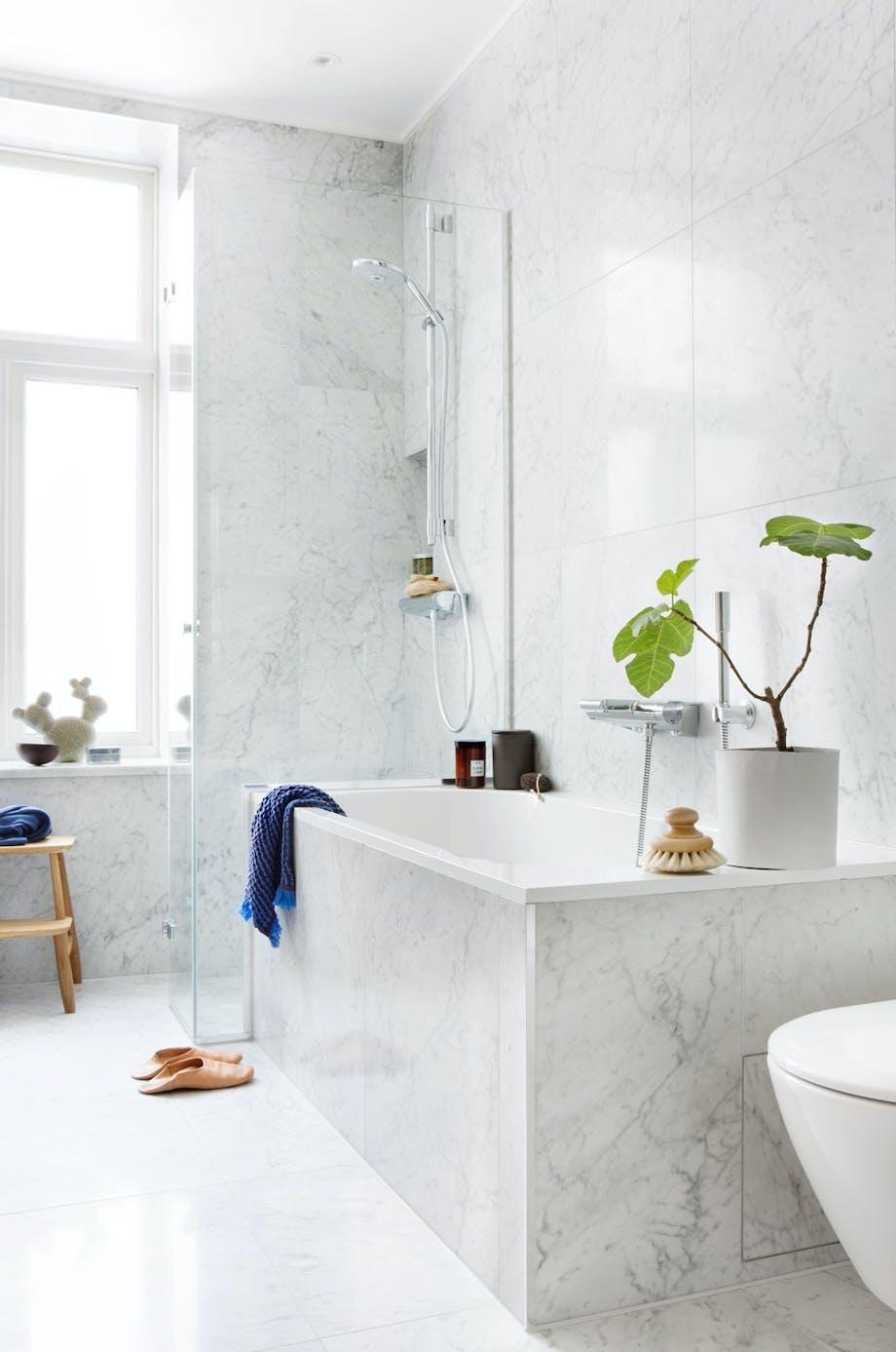 Klassiske og varige materialer til badet