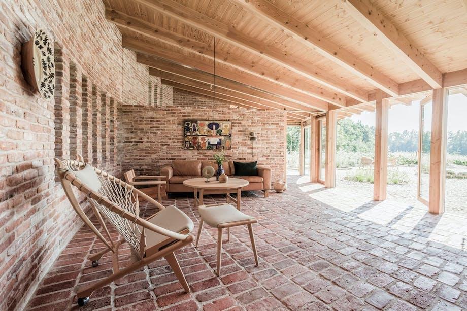 Miks av design og unika i stuen