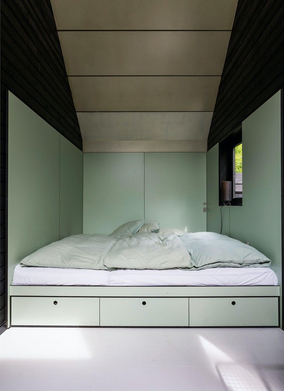 Plassbygd seng med skuffer
