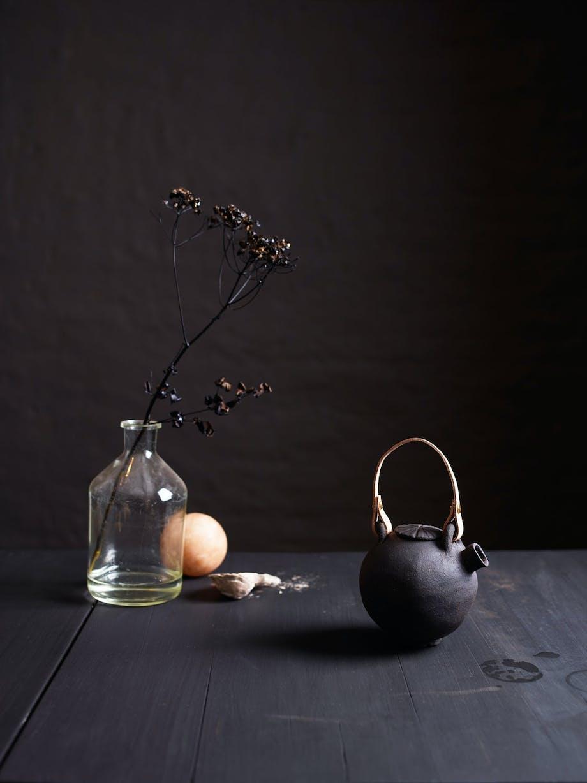 Varm, røff og sanselig keramikk