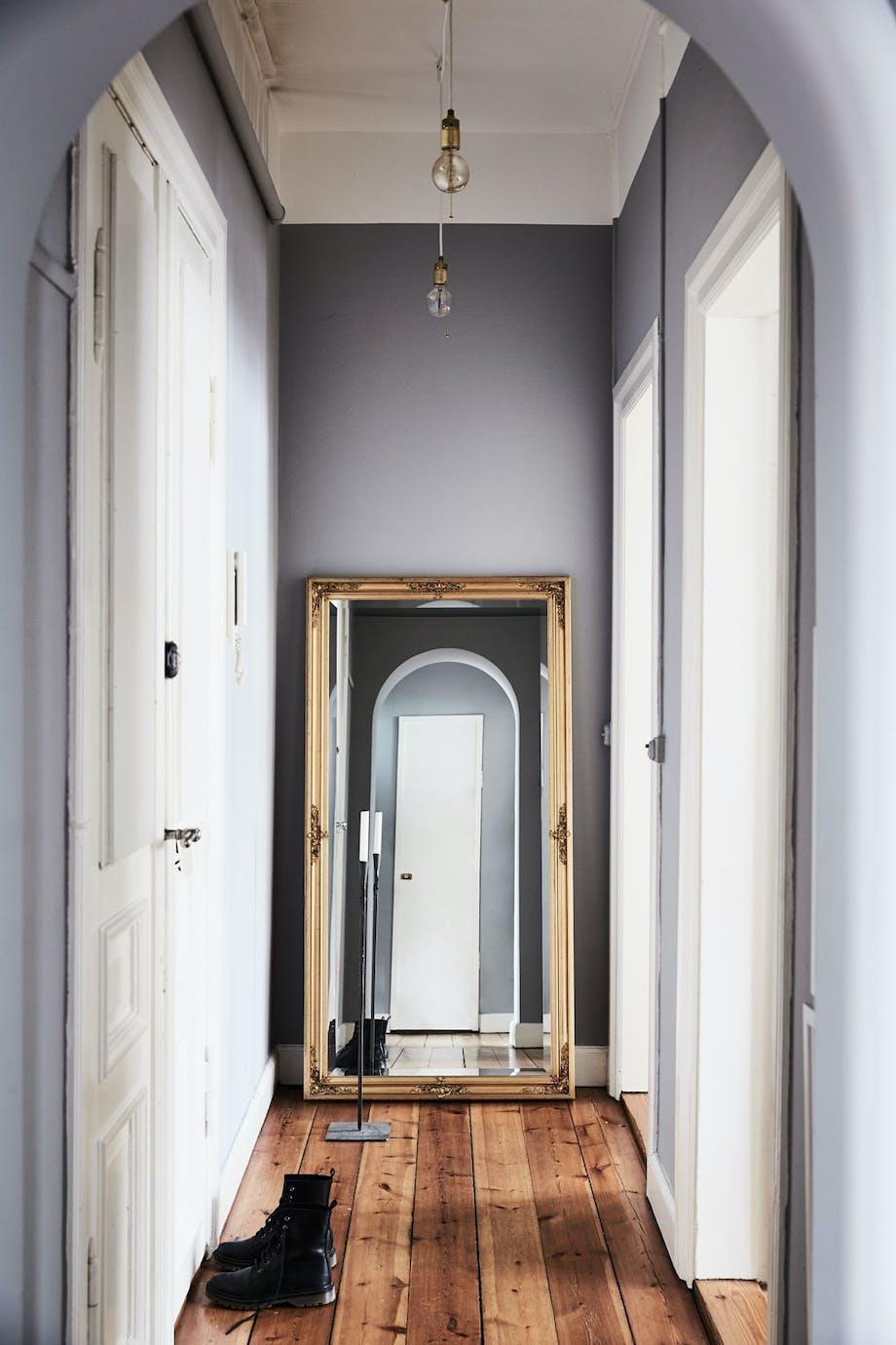 Forstørrende speil i entreen