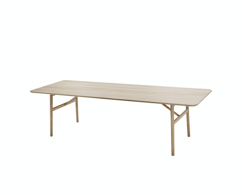 Lyst spisebord i nordisk stil