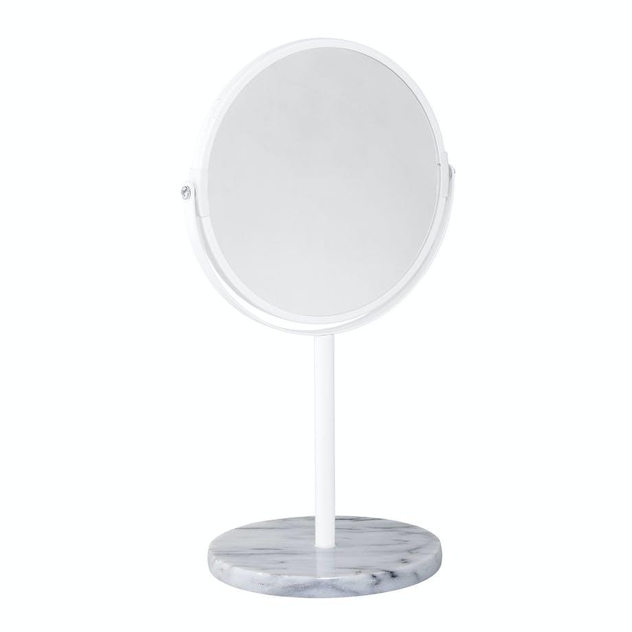 2. Bordspeil på badet