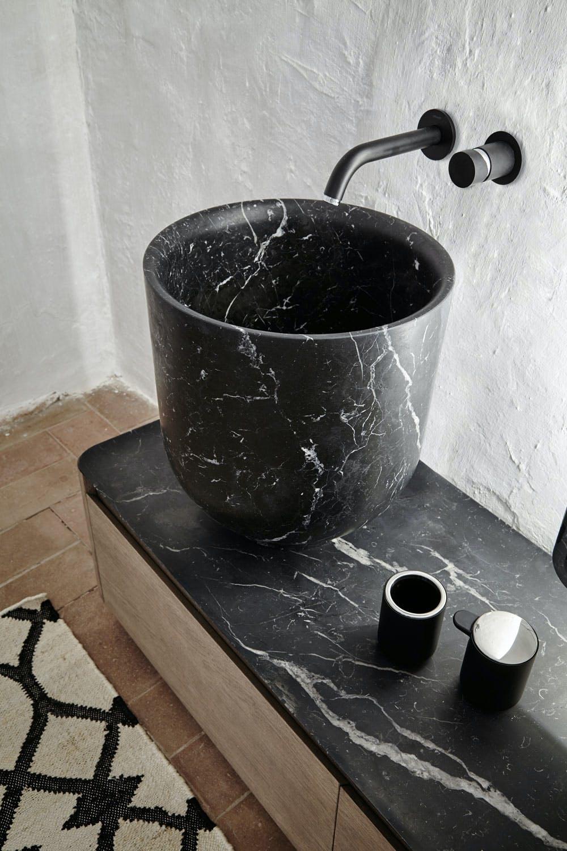 8. Svart marmor