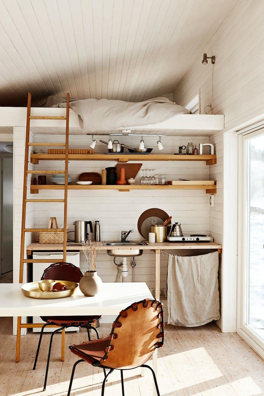 Enkel kjøkkenkrok under hemsen