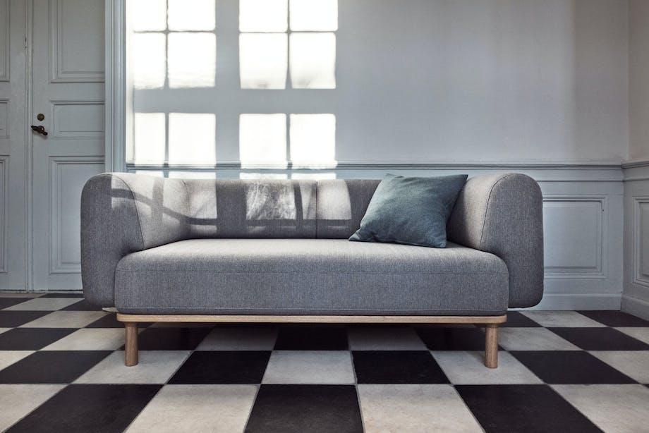Rund, men stram sofa