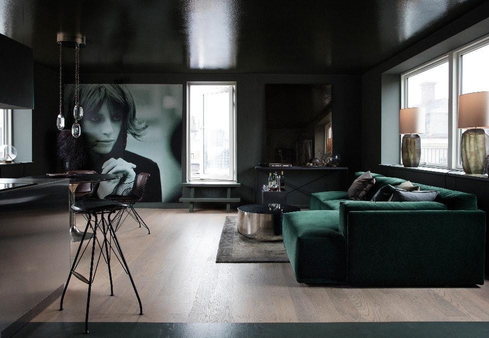 Trendy leilighet i mørke juvelfarger