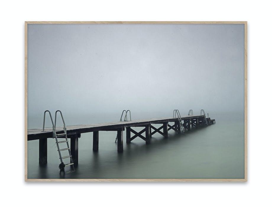 Fotokunst signert Rikke Hass, motiv vinterbrygge