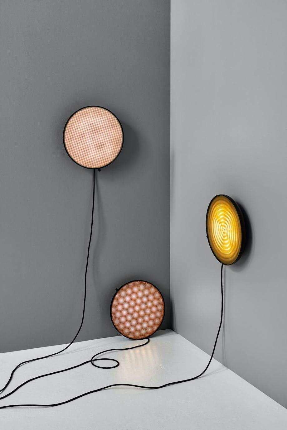 Vegglampen Moiré, designet av David Derksen for New Works.