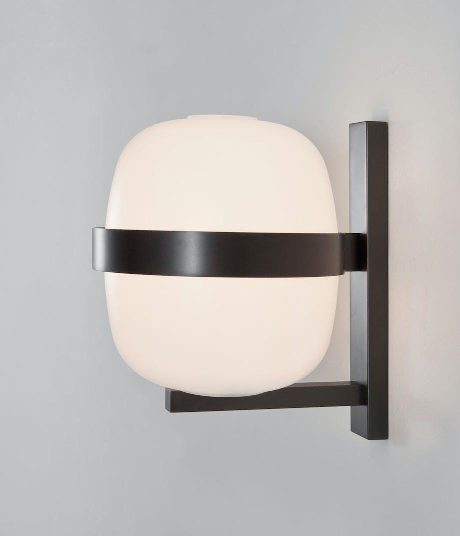 Vegglampen Wally Wall, designet av Miguel Milà.