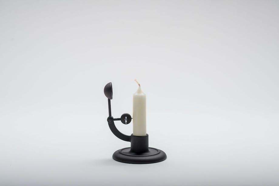 Selvslukkende lysestake, Moment for Hay, designet av Lars Beller Fjetland