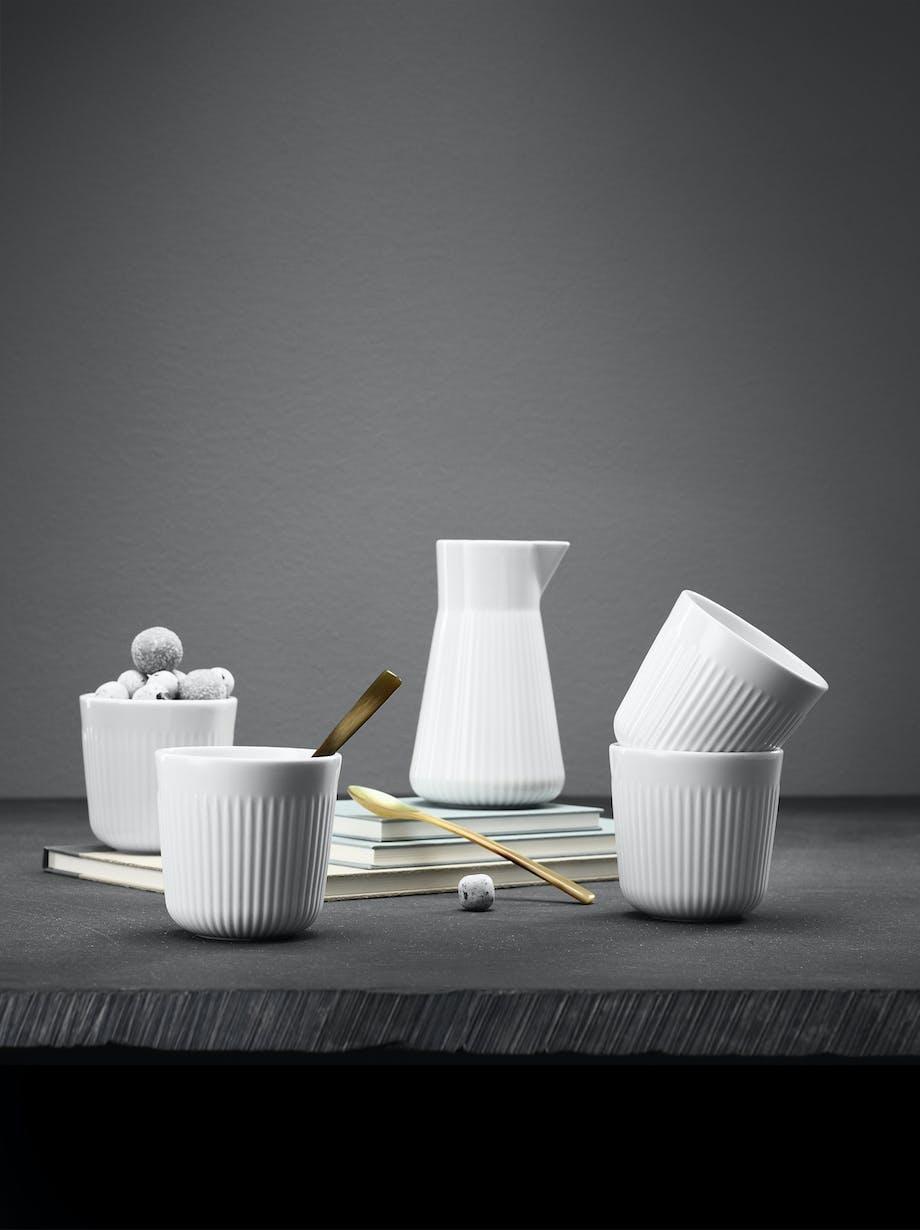 Alt fra gløgg og kaffe til konfekt og nøtter kan serves i kopper som også kan fungere som skåler i julen. Foto: Produsentene