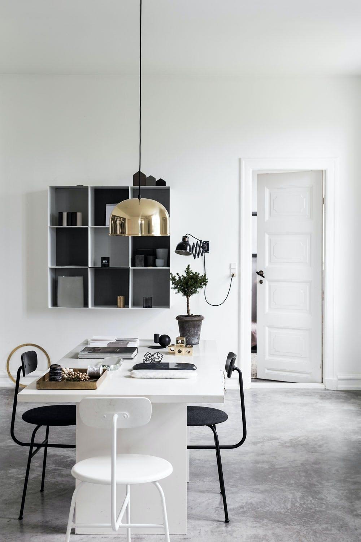 Kjøkkenbord i minimalistisk hjem