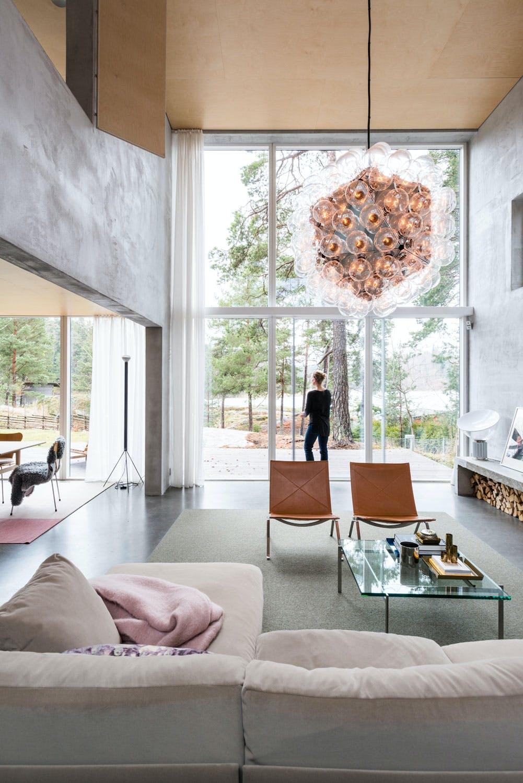 Takhøyde og store vindusflater i bolig tegnet av arkitektfirmaet Arrhov Frick