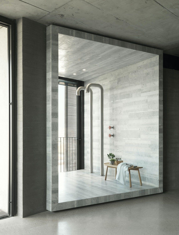 Badet er en boks av marmor