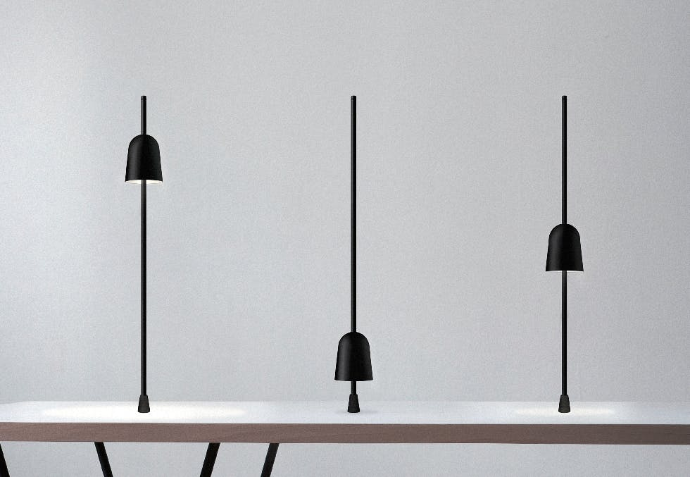Bordlampen Ascent har vunnet den italienske designprisen Compasso d'Oro. Det er andre gang norske Daniel Rybakken vinner denne prestisjetunge prisen.