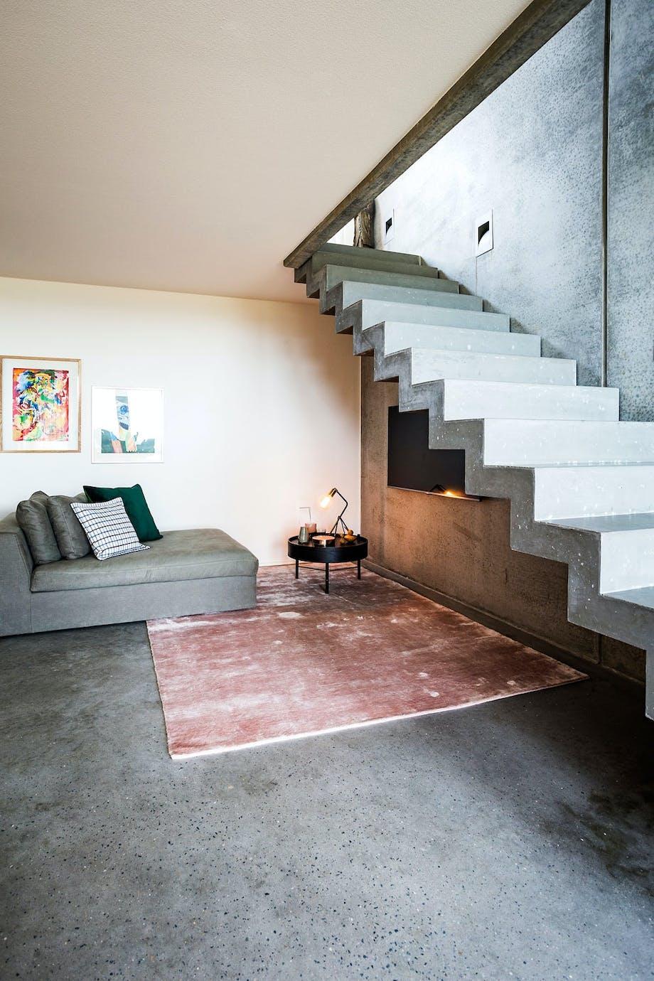 4. Åpen trapp med lys