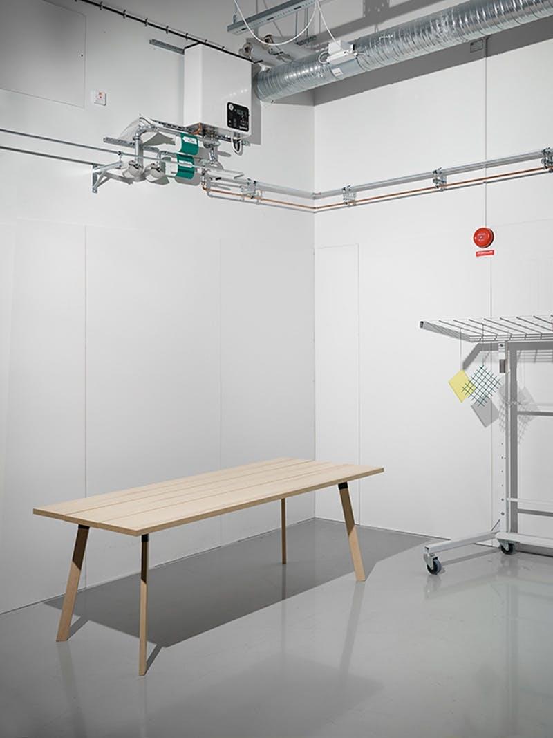 Målet for designsamarbeidet er å gjøre designobjekter i særklasse tilgjengelige for alle.   – Vi hadde en idé om å designe smarte, men subtile møbler. Mange av tingene er konstruert på en helt ny måte, og de er skapt for å vare – vi vil at folk skal kunne ha disse i lang tid, sier Markus Engman, som er designsjef hos Ikea.