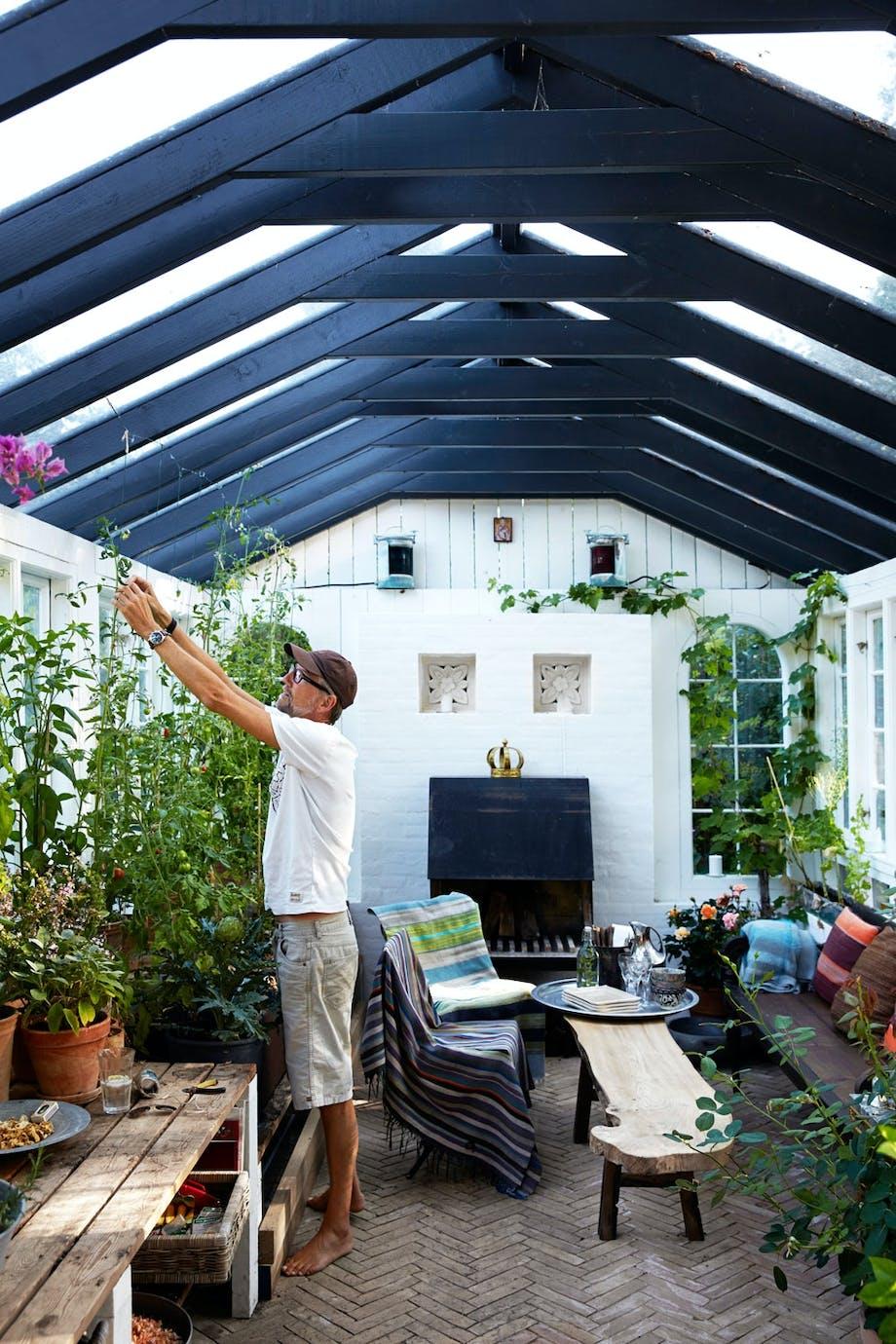 2. Få mer ut av hagen med et drivhus