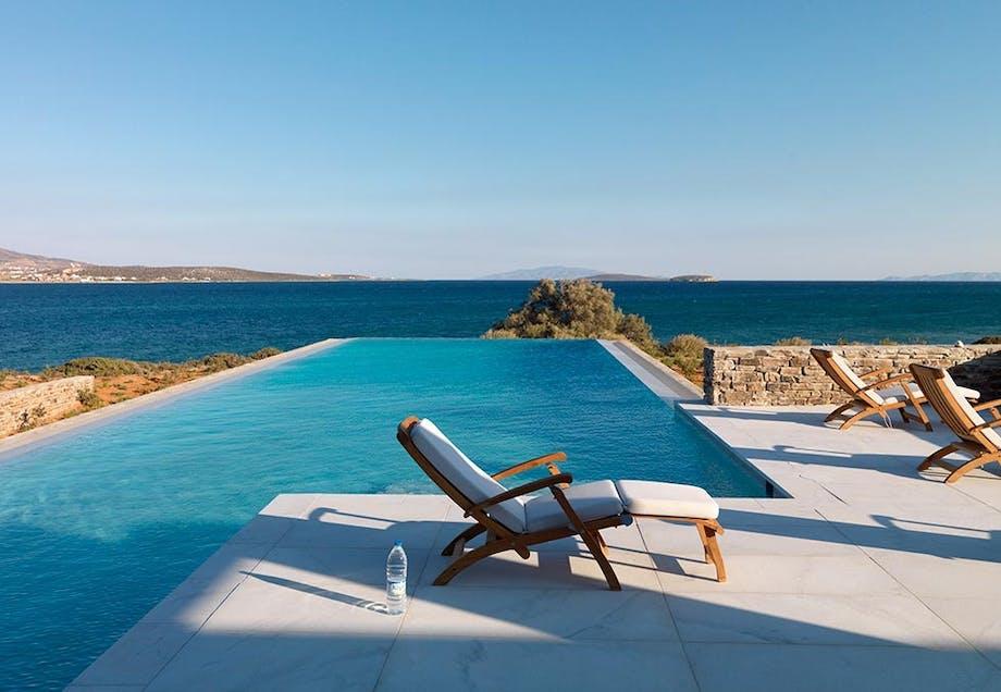 4. En gresk perle med uendelighetsbasseng