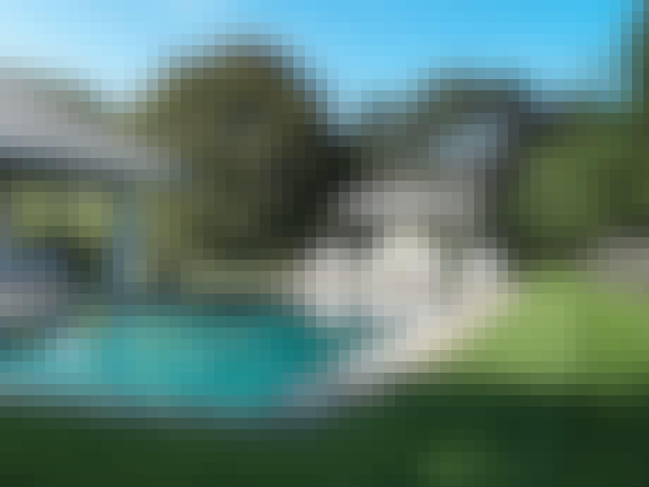 8. Svømmebasseng med feriefølelse