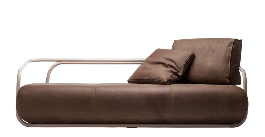 Eksklusiv sofa i Mykt skinn, 2002, design Christian Werner for Thonet, 109 980 kr, Tannum.